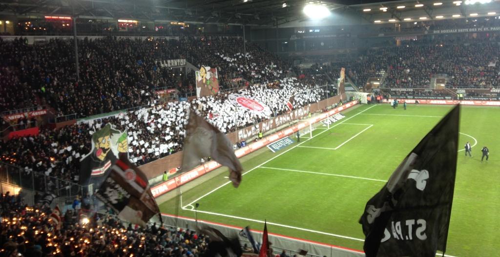 "USP-Choreo vor Spielbeginn: ""Alles auf St.Pauli!"" FC St.Pauli - KSC, 20.12.2013"