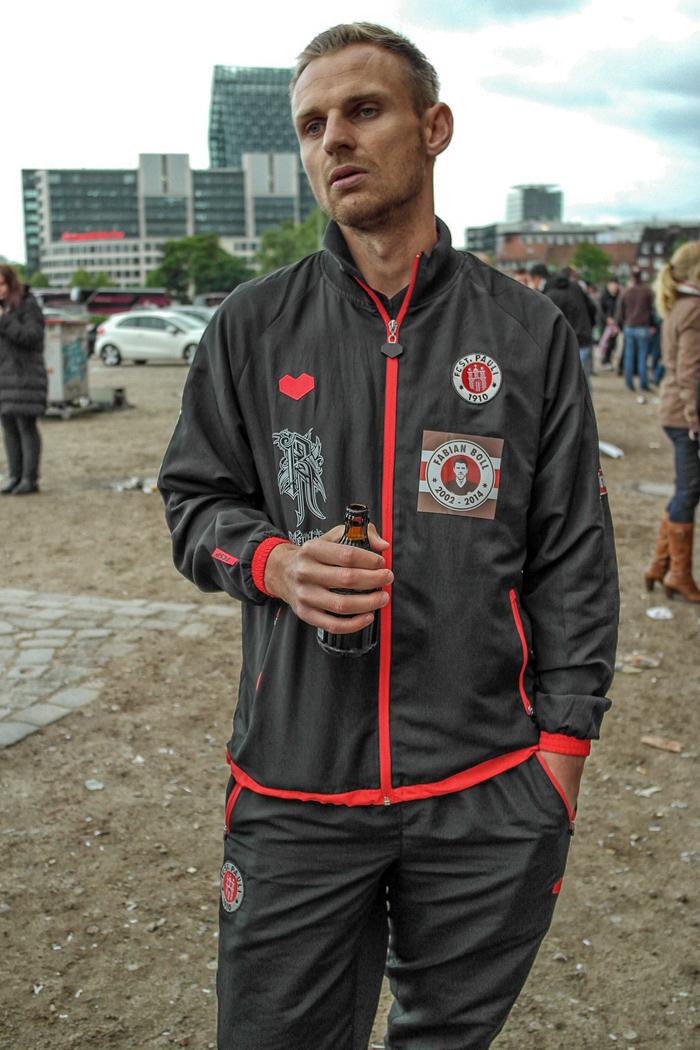 Bernd Nehrig mit Bierflasche